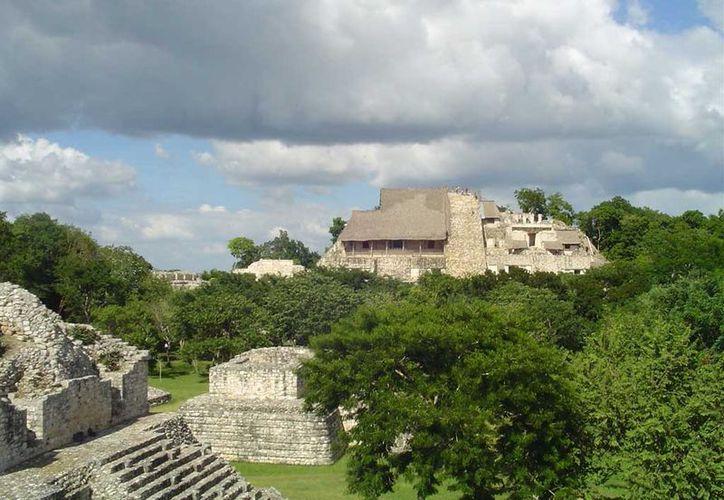 Ek Balam se localiza a 30 kilómetros al norte de la ciudad de Valladolid, Yucatán. (galeon.com)