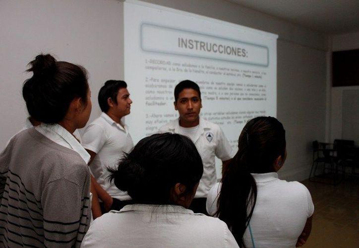 Videoconferencia simultánea enlazó a jóvenes de los 32 estados, promotores anti-bullying. (Enrique Mena/SIPSE)