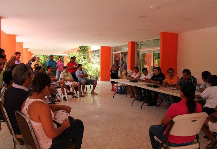 Reunión de pobladores, prestadores de servicios turísticos y autoridades. (Rossy López/SIPSE)