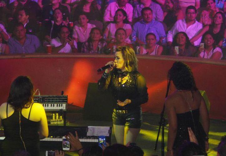 María José interpretó durante la velada canciones conocidas y queridas por el público. (SIPSE)