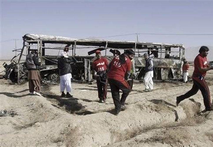 Los combates iniciaron desde el viernes  cuando el grupo Tehrik-e-Talibán (TTP) capturó una base de los Ansarul Islam (AI), en el valle Tirah. (AP/Foto de archivo)