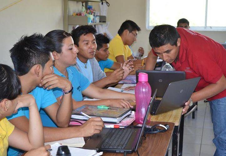 Los jóvenes que imparten educación comunitaria a través del Conafe pueden aprovechar para realizar 'a disponibilidad' el Servicio Militar. (SIPSE)