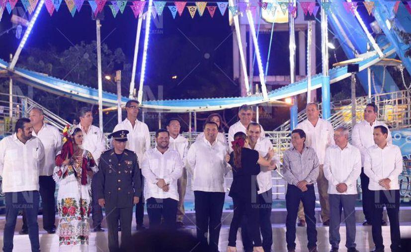 El gobernador Mauricio Vila Dosal y el alcalde de Mérida, Renán Barrera Concha, encabezaron la apertura de la Feria. (Adan Kent)