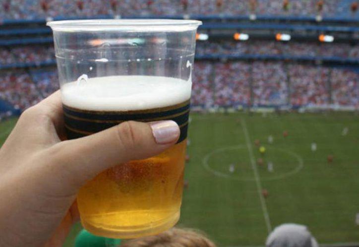 En Nuevo León se ha sugerido suprimir la venta de alcohol durante los partidos de fútbol. (mexico.as.com)