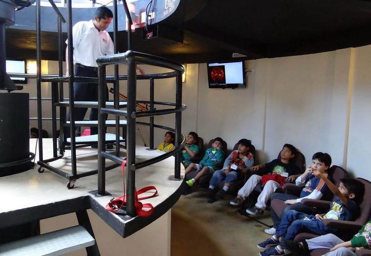 Los 51 niños disfrutaron del Observatorio, el telescopio y de recorridos por el Museo del Agua. (Redacción/SIPSE)