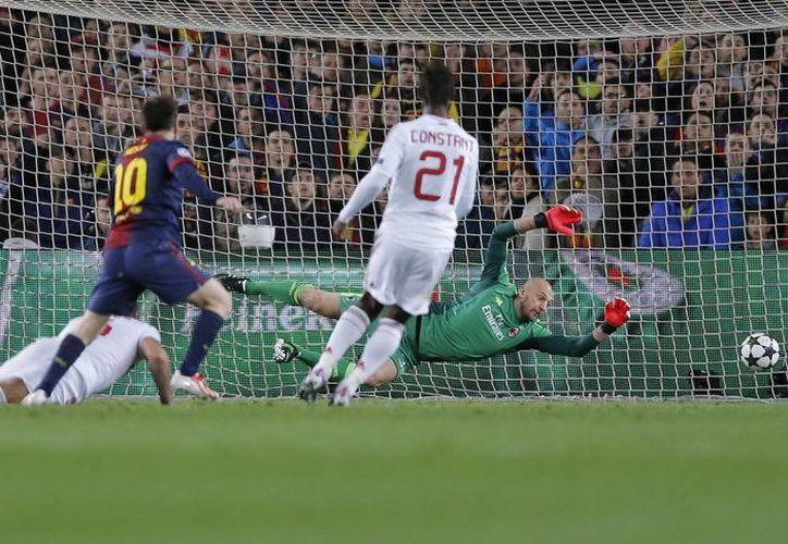 Messi pasó desapercibido en el juego de ida, pero no en la vuelta. En la foto, anota su segundo gol. (Agencias)