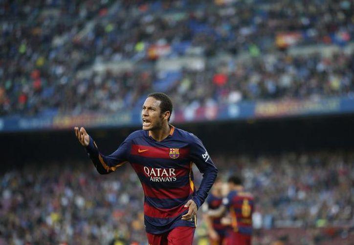 En 2013, la dirección del FC Barcelona cifró el traspaso  de Neymar en 57.1 millones de euros (40 para su familia y otros 17.1 millones para el Santos brasileño, su club de origen). (AP)
