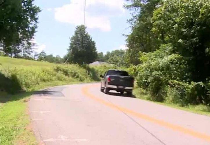 Un niño de cinco años y su hermanito de dos chocaron el auto de su mamá en Virginia Occidental tras manejar cinco kilómetros para ver a su abuelo.  (wsaz.com).