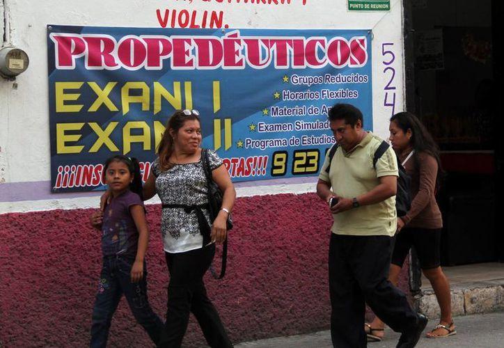 Algunos centros de asesorías ofrecen capacitar al estudiante en el Exani I y II. (Jorge Acosta/SIPSE)
