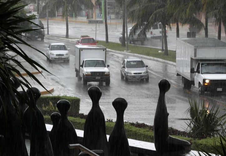 La depresión tropical que se ubica a 2390 kilómetros, al este-noreste de Cancún, Quintana Roo se desplaza hacia el noroeste a 17 kilómetros por hora. (Foto de contexto de Notimex)