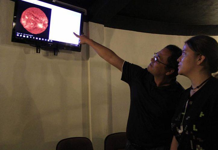 Eligió el Planetario para desarrollarse en un ambiente del que se enamoró en su niñez. (Sergio Orozco/SIPSE)