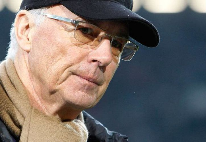 El exfutbolista y quien fuera el encargado de la organización del mundial de Alemania 2006, Franz Beckenbauer, es investigado por malos manejos durante su encargo, confirmó la FIFA. (Archivo/AP)