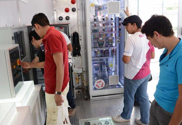 En el concurso participan estudiantes inscritos en una institución de nivel medio superior o universidad. (Victoria González/SIPSE)