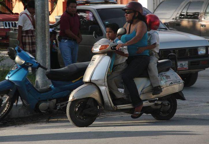 Invitan a las madres de familia a afiliarse al programa de seguro de vida. (Julián Miranda/SIPSE)