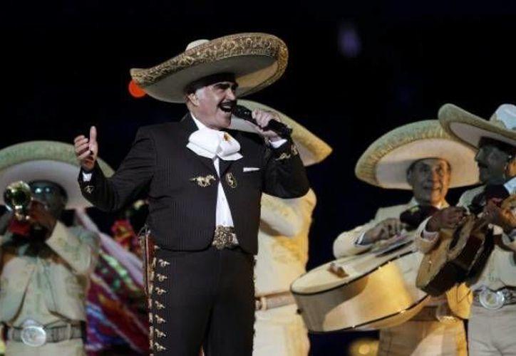 Vicente Fernández realizó su concierto de despedida, el pasado mes de abril, ante más de 80 mil asistentes al Estadio Azteca. (Notimex)