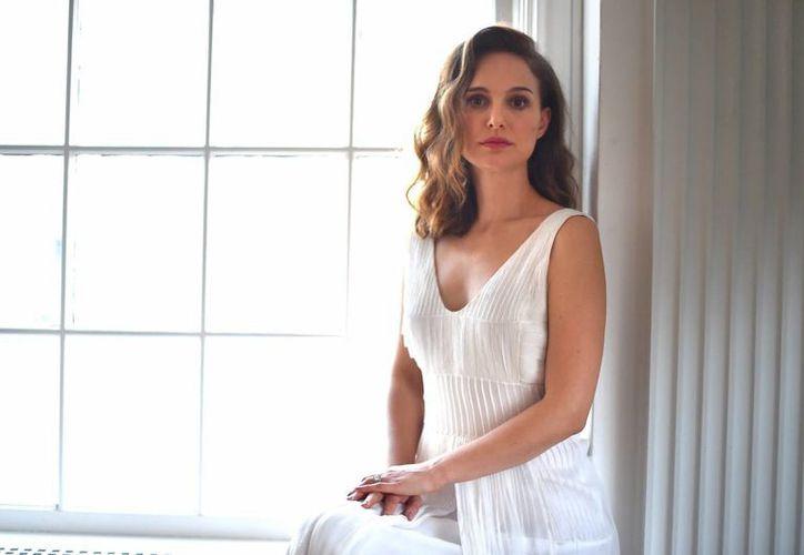 Natalie Portman está por estrenar una película en la que trabajó arduamente, sobre Amos Oz. (AP)