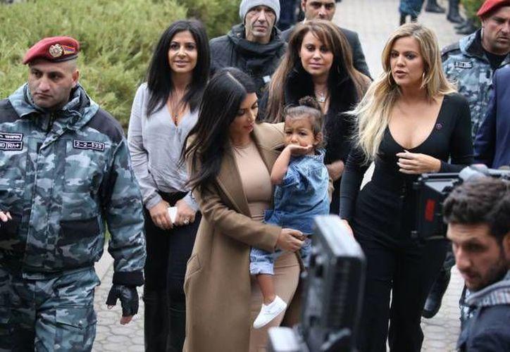 Kim Kardashian llegó a Jerusalén con su familia para visitar sitios turísticos y bautizar a su hija North. (Foto tomada de elmundo.es)