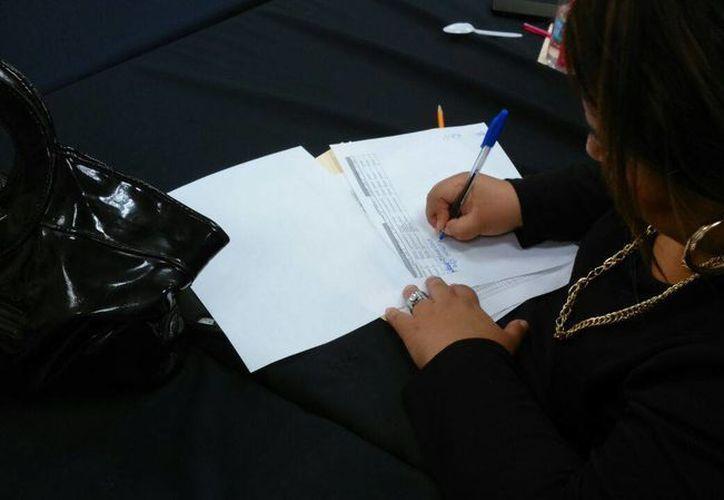 La regidora Alejandra Cerón Grajales firmó bajo protesta el acta que avala la priorización de obras del ramo 33 en Mérida. (SIPSE)