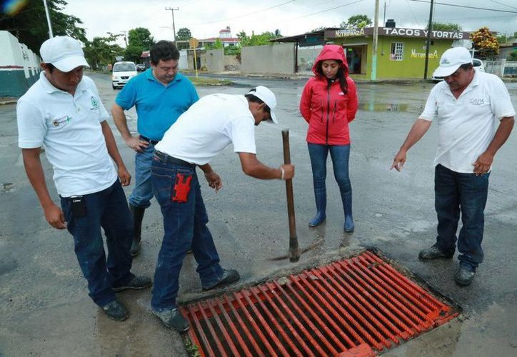 Las alcantarillas en Chetumal fueron limpiadas, con el fin de evitar que sean un motivo de encharcamiento o inundaciones. (Redacción/SIPSE)