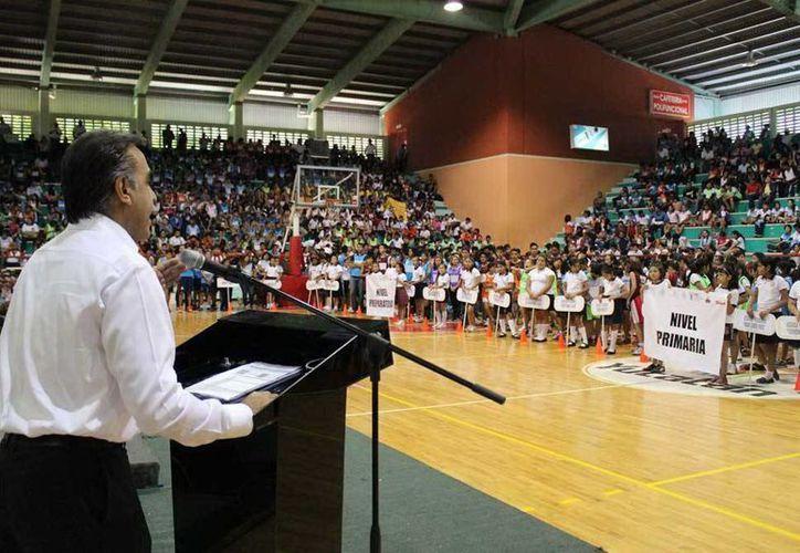 El programa '200 mil estudiantes por México' dio inicio de forma simultánea en la capital yucateca y en otros municipios. (Milenio Novedades)