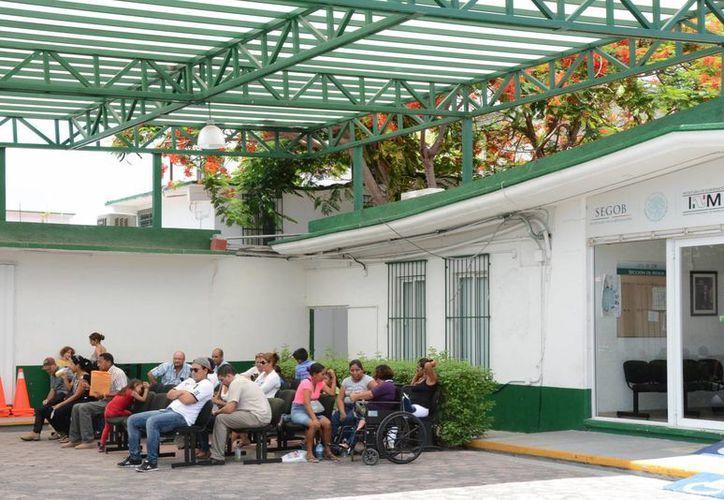 Los extranjeros no pueden cambiar de condición migratoria dentro del territorio mexicano. (Victoria/González/SIPSE)