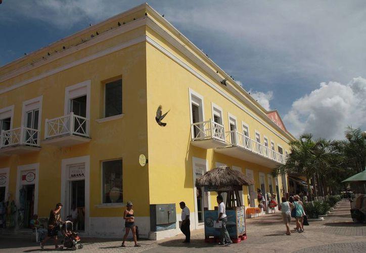 Locales comerciales en Plaza del Sol fueron cedidos por deudas. (Julián Miranda/SIPSE)