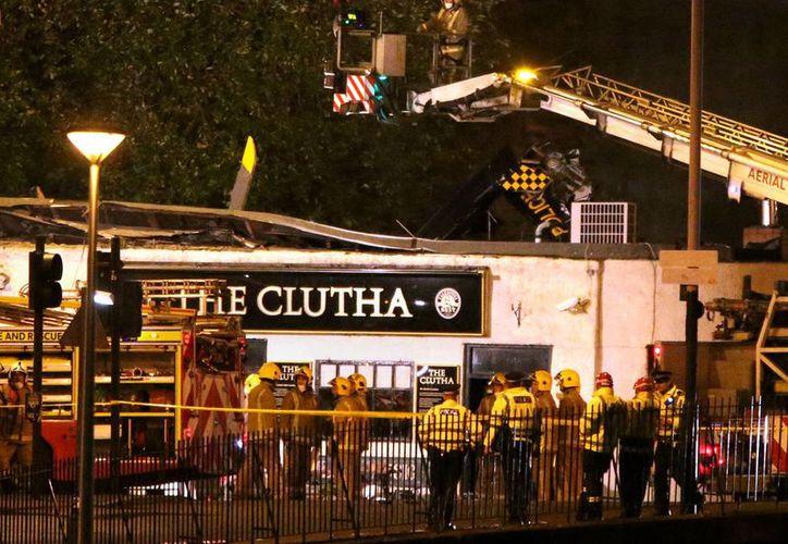 Un helicóptero de la policía se estrelló contra el pub Clutha Vaults, que estaba atestado de gente. (Agencias)