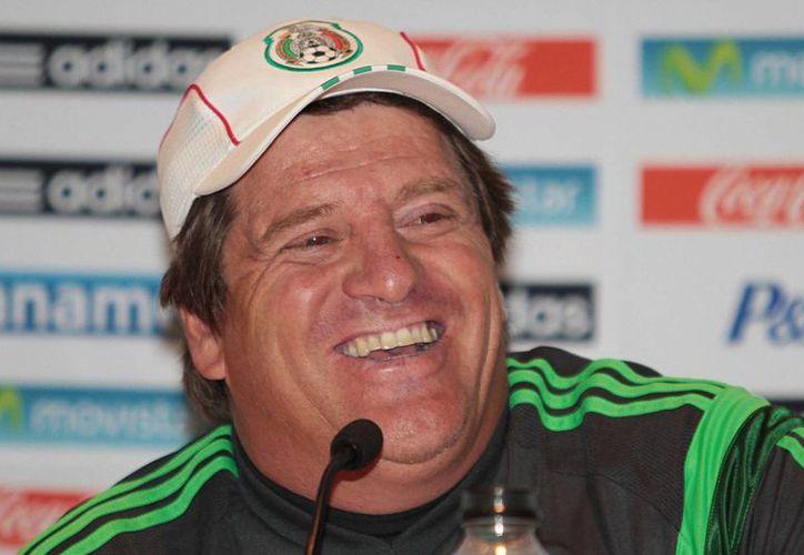 Aunque es 'bola cantada' que Miguel Herrera queda al frente del Tri, se especula que sería más allá de Brasil, es decir en un proyecto integral hasta la Copa del Mundo Rusia 2018. (Archivo Notimex)