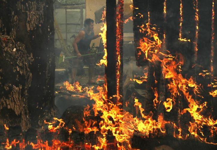 El incendio registrado en San Diego se suma a otros cuatro que azotan desde hace días el noroeste de Los Ángeles. (Contexto/Internet)