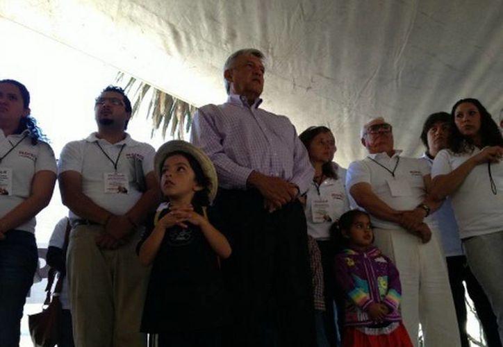 El excandidato presidencial por las izquierdas tomó protesta a dirigentes de comités de Morena, en Tlalpan. (Daniel Cruz/Milenio)