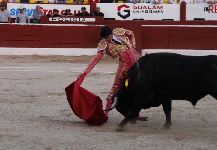 El diestro francés dejó ver detalles de su magia ante un buen toro de Villa Carmela; encierro bien presentado. (Milenio Novedades)
