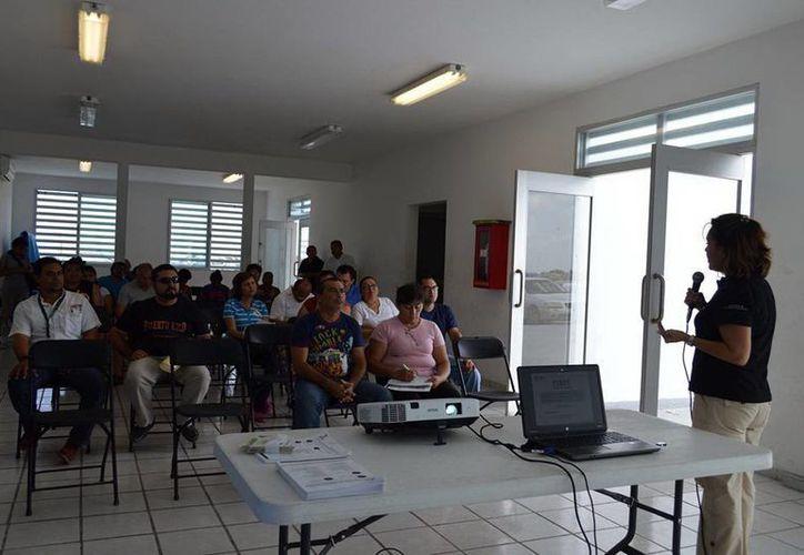 El Gobierno del Estado impulsa el desarrollo económico del puerto mediante créditos a empresarios. (SIPSE)