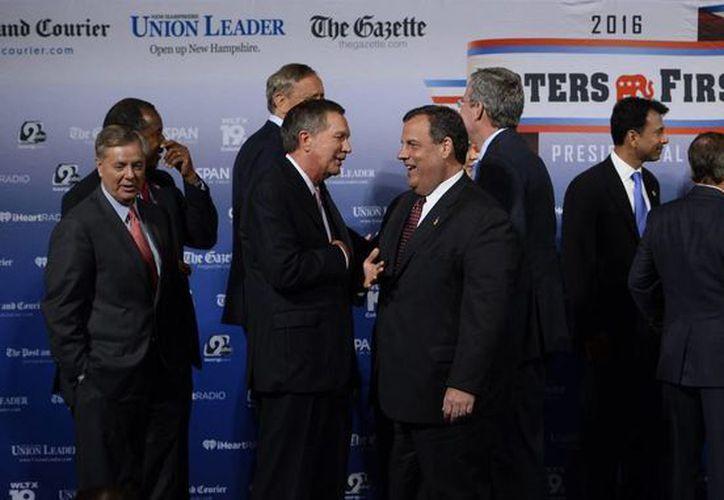 Candidatos republicanos a la Presidencia de los EU asistieron al primer debate rumbo a las elecciones presidenciales de 2016. (EFE)