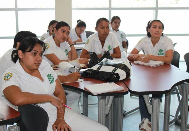 Estudiantes de la Uqroo podrán realizar sus prácticas profesionales en otros países. (Ángel Castilla/SIPSE)