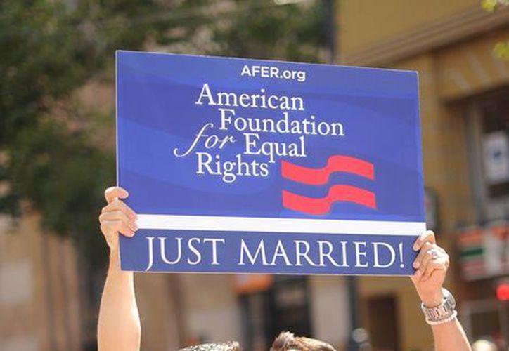 Jeff Zarrillo y Paul Katami se casaron el viernes después de un fallo de la Corte Suprema de EU que abrió el camino para los matrimonios del mismo sexo en California. (Agencias)