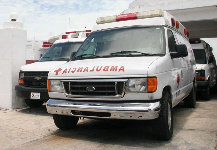 En total son cinco las ambulancias en la capital; dos de la UREM y tres pertenecen a la Cruz Roja. (Harold Alcocer/SIPSE)