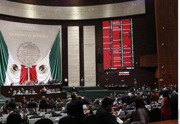 La Cámara baja aprobó ayer la reforma constitucional que modifica reglas para organizar la consulta popular e introduce la figura de la revocación de mandato. (Agencia Reforma)