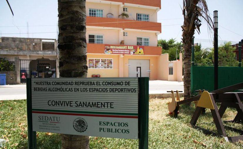 El bar 'La Parroquia' se encuentra enfrente del parque de la colonia El Pedregal. (Octavio Martínez/SIPSE)