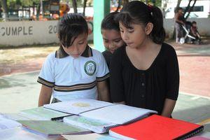Estudiantes de primaria demuestran habilidades en lectura y escritura