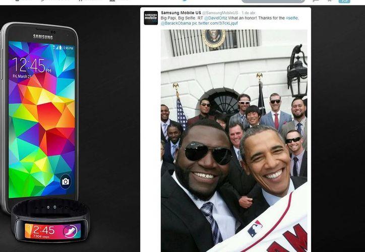 Este es el tuit de la foto de Daddy Ortiz y Obama, pero emitida por la cuenta de Samsung. (@SamsungMobileUS)