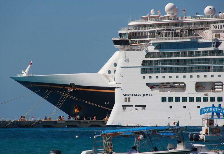 Se espera que durante la próxima semana la isla reciba al menos 80 mil turistas de crucero. (Gustavo Villegas/SIPSE)