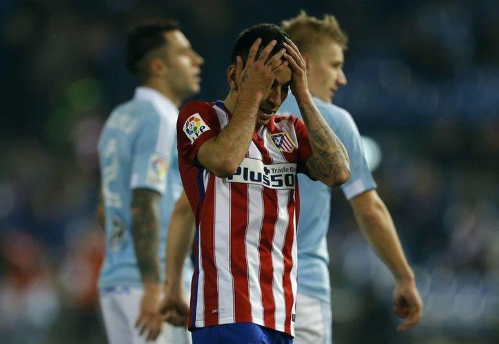 Ángel Correa se lamenta de una jugada en el 3-2 donde el Atlético de Madrid fue vencido por el Celta de Vigo, este miércoles en la Copa del Rey. (Imágenes AP)