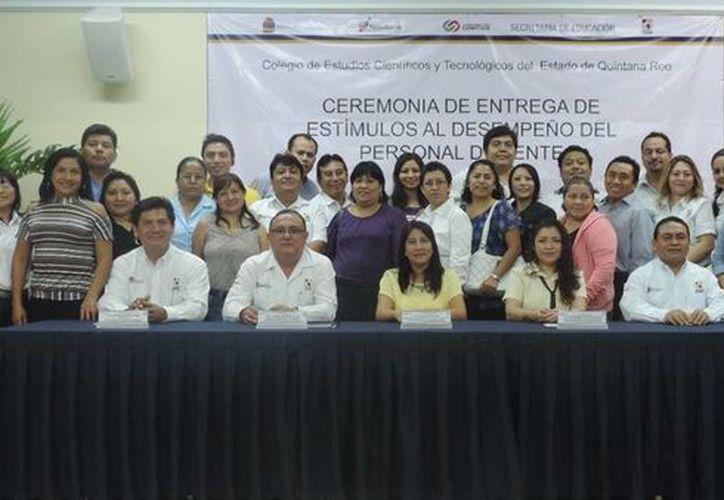 Los maestros pertenecen a los planteles de Benito Juárez, Solidaridad y Othón P. Blanco. (Israel Leal/SIPSE)