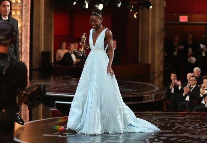 Lupita Nyong'o, ganadora en 2013 del Oscar a mejor actriz por '12 Years of Slave', se sumó a las críticas por la ausencia de nominados afroestadunidenses en las categorías estelares de actuación en los últimos dos años de parte de la academia. (Imágenes de archivo AP)