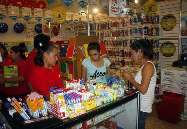 La feria en el local de la Canaco Mérida estará abierta hasta mañana. (Christian Ayala/SIPSE)