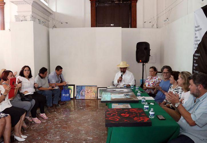 """En el marco del Día Internacional de la Eliminación de la Violencia contra la Mujer se presentará la décima edición de la muestra """"Mira el silencio"""", la cual contará con 70 obras de igual número de artistas."""