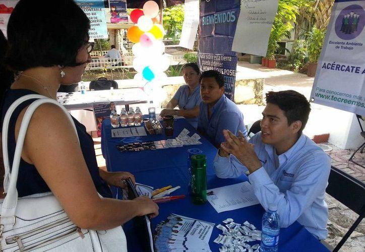 En al feria se ofertaron trabajos con el fin de reducir la demanda laboral en Cancún. (Redacción/SIPSE)