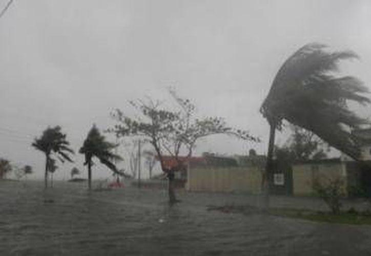 Ayer autoridades municipales, militares y de la iniciativa privada se reunieron para preparar un operativo de seguridad que se implementaría en caso de la afectación de un huracán.  (Archivo/SIPSE)
