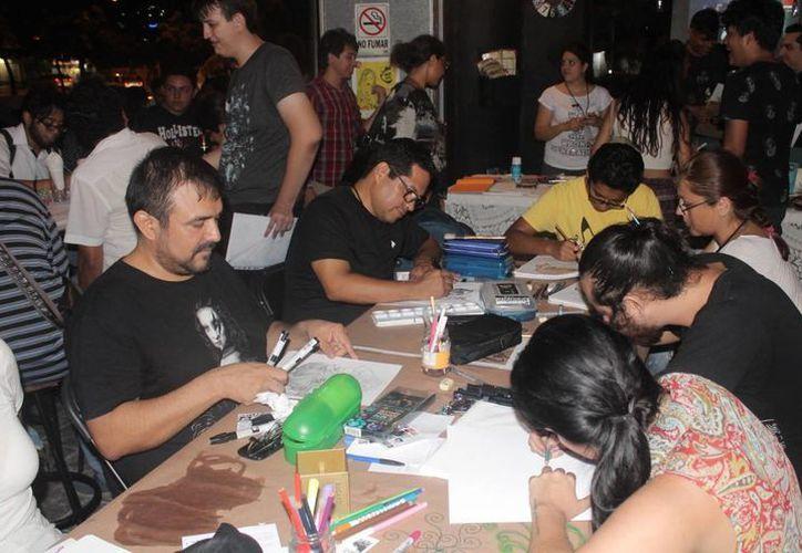 Se regalararon premios como prints, sketches de ilustradores invitados y de artistas locales. (Redacción/SIPSE)