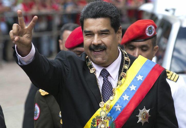 En otro capítulo de la lucha de poderes en Venezuela, el presidente Maduro rindió su informe anual ante el Tribunal Supremo y no ante el Congreso. (AP/Ariana Cubillos)